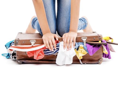 bagaż podręczny - cześć ciężkich ubrań załóż na siebie, nie pakuj wszystkiego